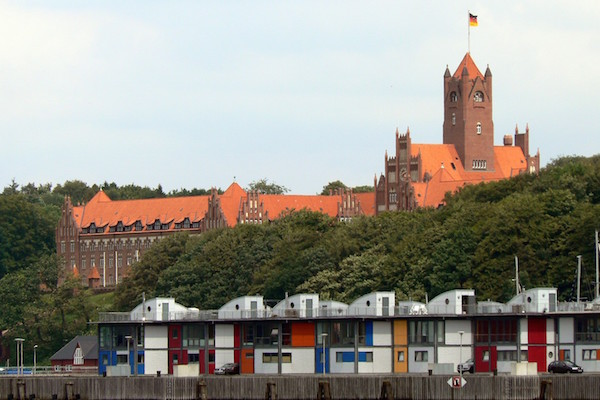 """Marineschule Sonwik Flensburg2007"" by VollwertBIT - Own work. Licensed under CC BY-SA 2.5 via Wikimedia Commons."