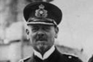 Bundesarchiv_Bild_183-R10687,_Vizeadmiral_Hipper_mit_Stab_cropped
